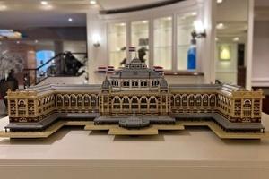 Grand Hotel Amrâth Kurhaus vereeuwigd in miniatuur van bijna 15.000 LEGO steentjes