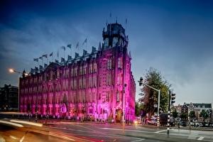 Scheepvaarthuis kleurt 4 dagen roze voor Breast Cancer Campaign